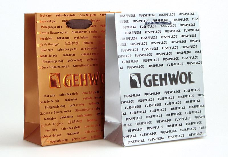 exklusive-Papiertaschen-Gewohl,-mit-Heißfolienprägung-und-metallic-Druck,-PP-Kordel