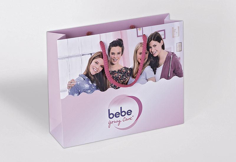 Premium-Papiertaschen-bebe-mit-Soft-Kordeln-und-Mattkaschierung