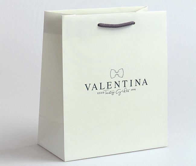 hochwertige-Papiertasche,-Valentina,-matt-laminiert,-BW-kordel