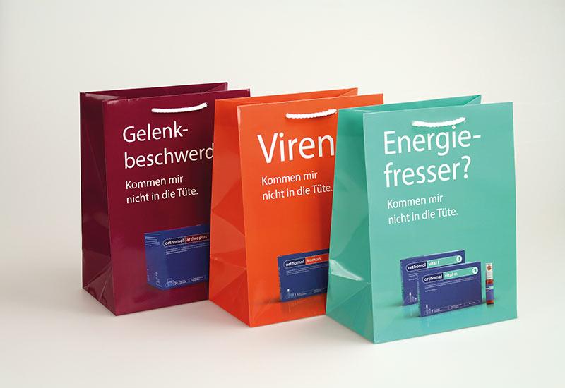hochwertige-Papiertaschen-Orthomol,-glanzlaminiert,-PP-Kordel
